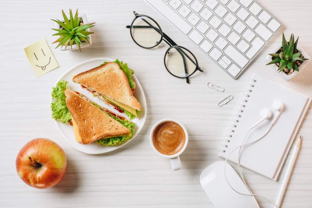 comida y fruta en la oficina - mejores horas comer fruta